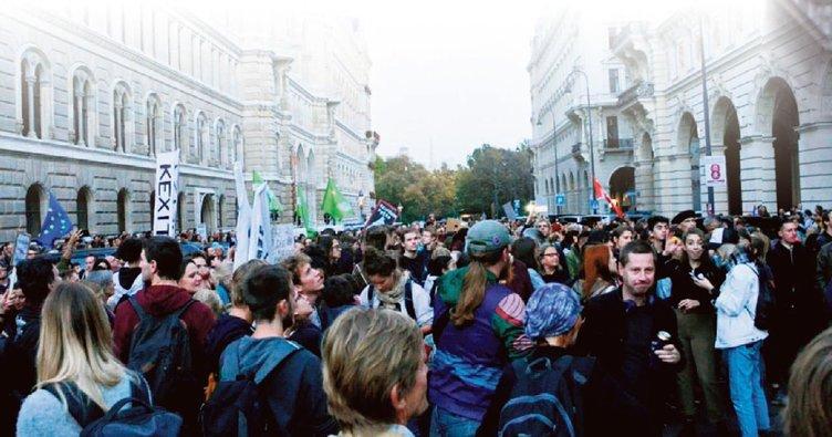 Viyana'da faşist hükümete protesto