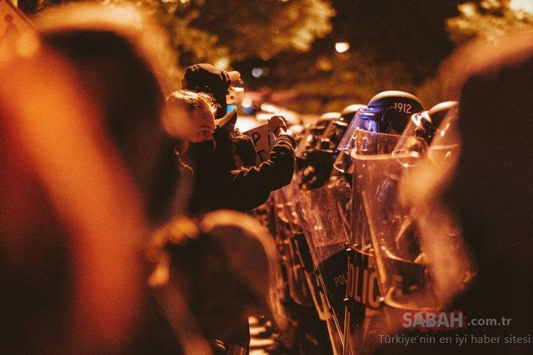 Son dakika: George Floyd olayları dinmiyor! ABD'de göstericiler Konfederasyon ordusu heykelini yıktı