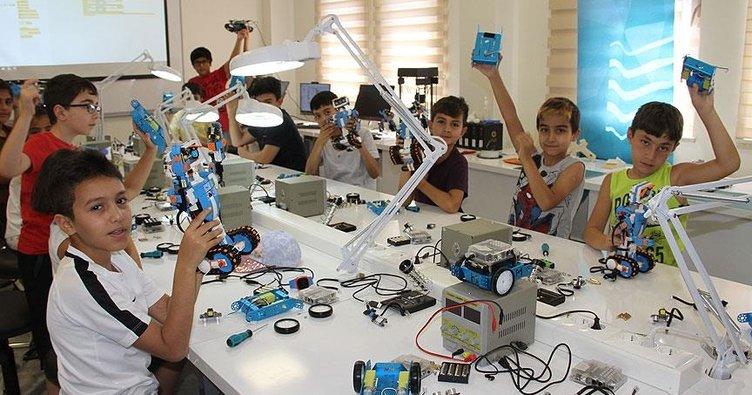 Geleceğin mühendislerine robotik kodlama eğitimi veriyorlar