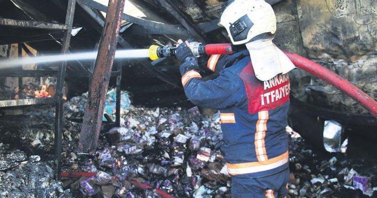 Depo yandı ürünler kül oldu