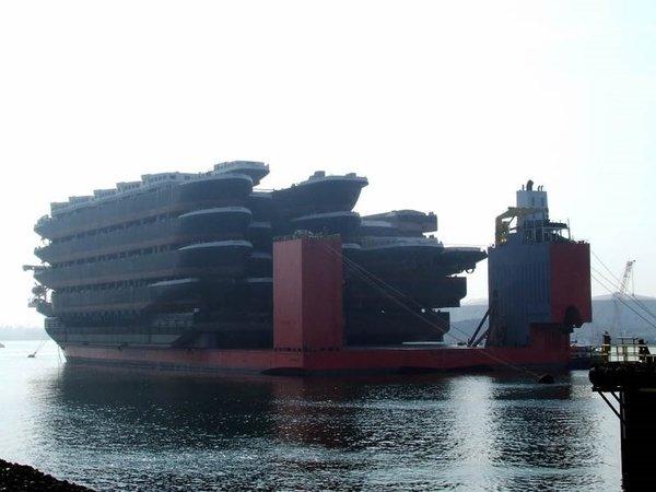 Diğer gemileri taşıyan devasa gemi: Blue Marlin