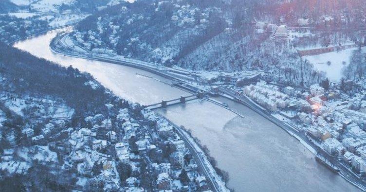Almanya'da Neckar Nehri dondu