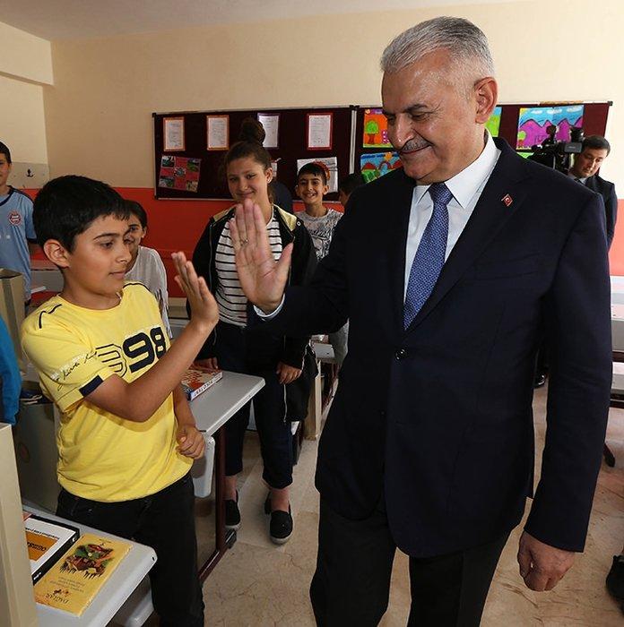 Başbakan Yıldırım, karne dağıtım törenine katıldı