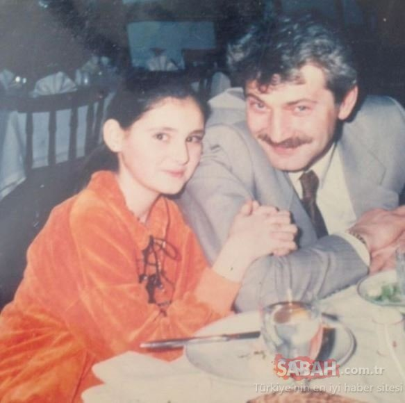 Kuruluş Osman'ın yıldızı Burak Özçivit'in oğlu Karan babasına benzetilmişti ama siz bir de dedesini görün... İşte yakışıklı oyuncu Burak Özçivit'in babası Bülent Özçivit...