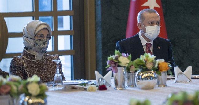 Başkan Erdoğan ve eşi Emine Erdoğan ile birlikte sağlık çalışanı ve sosyal hizmet uzmanı kadınlarla bir araya geldi