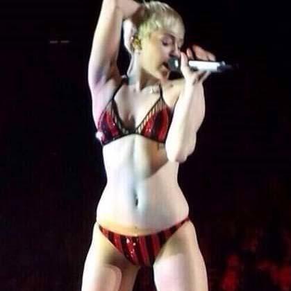 Miley sonunda bunuda yaptı