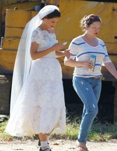 Katie Holmes ikinci kez gelinlik giydi