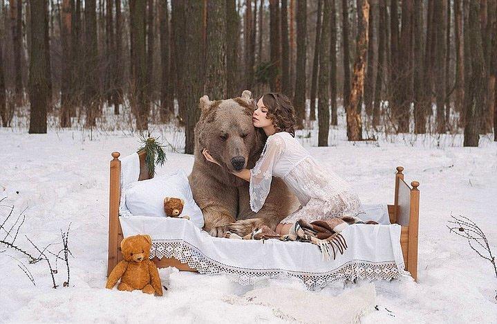 Ayıyla Fotoğraf çekimi Yapan Rus Mankenler Galeri Yaşam 30