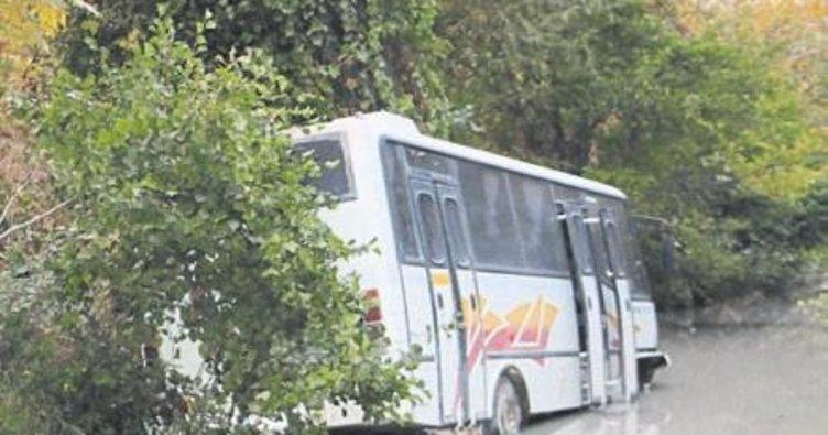 Minibüs uçtu, 5 Çinli yaralandı
