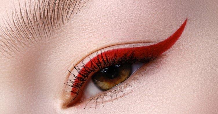 Güzellik trendi: Renkli eyeliner...