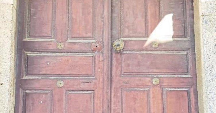 500 yıllık caminin mühürleri kayboldu