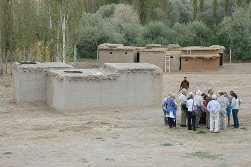 Bu köyde evlere çatıdan giriliyor