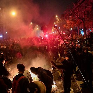 Fransa'da protestoculara sert müdahale! AA muhabiri gözünden vuruldu