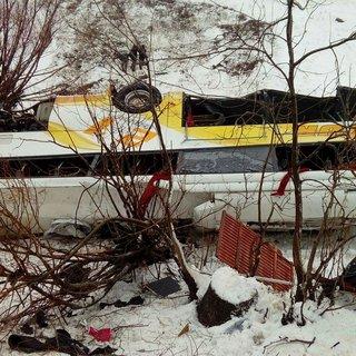 Yolcu otobüsü dereye uçtu: 6 ölü, 20 yaralı