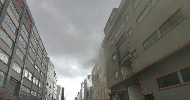 Çatalca'da dev yangın! Meyve suyu fabrikası alev alev yanıyor