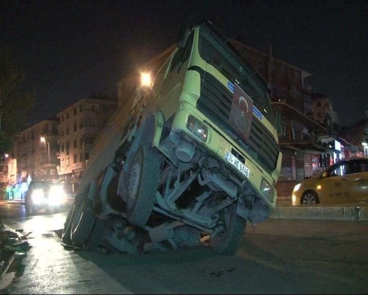 Son dakika: İstanbul'da yol çöktü!