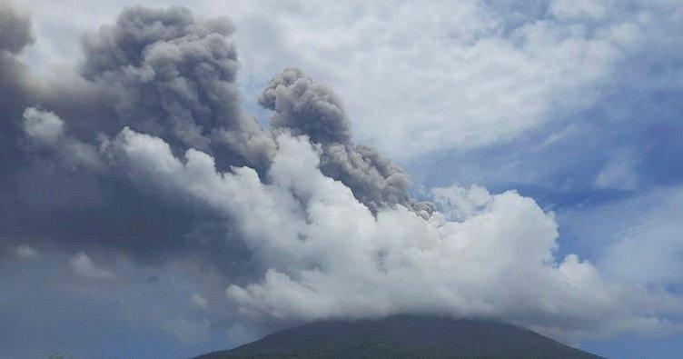 Endonezya'da yanardağ art arda patladı: Halka uyarı...