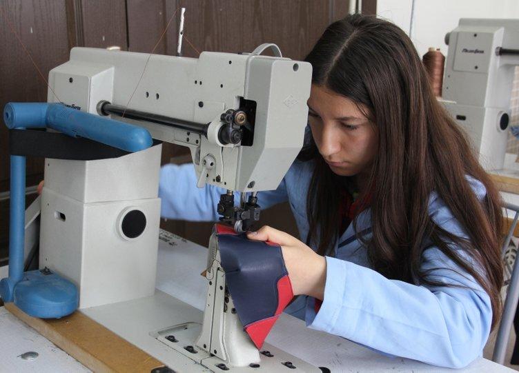 Türkiye'nin ayakkabı tasarımcıları bu okulda yetişiyor
