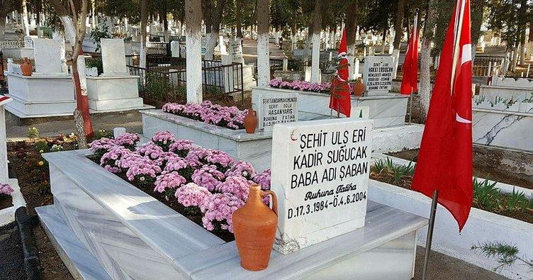 Şehit mezarları çiçek açtı