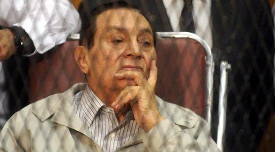 İlk kez yüz yüze gelecekler: Mursinin yargılandığı davada Mübarek dinlenecek 38