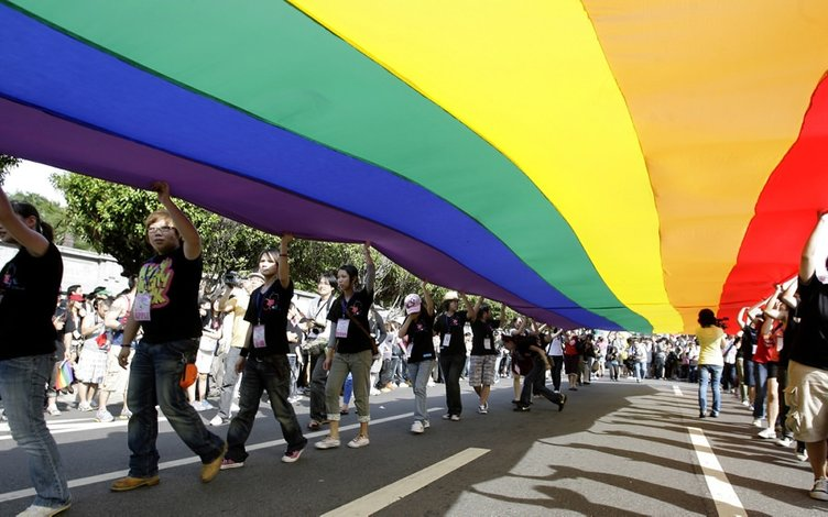 Eşcinsel evliliğe destek için yürüdüler