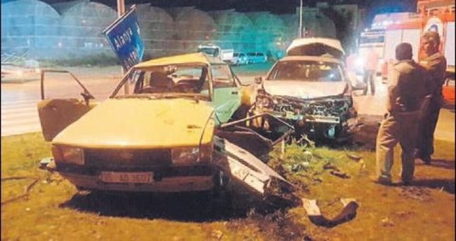 İki araç çarpıştı 1 kişi can verdi