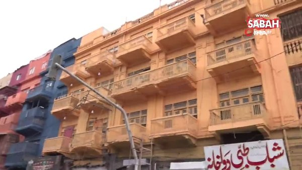 Karaçi'nin en ünlü caddesi renklendi | Video