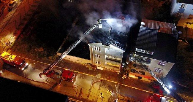 Sultanbeyli'de korkutan yangın! Mahalleli sokağa döküldü