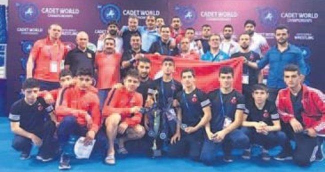 Şampiyonada Grekoromen Milli Takımı, 3'üncü oldu