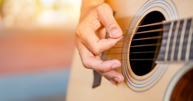 Bilal Sonses ve Yıldız Tilbe Hasbelkader Kolay Akor: Hasbelkader akorları ve şarkı sözleri