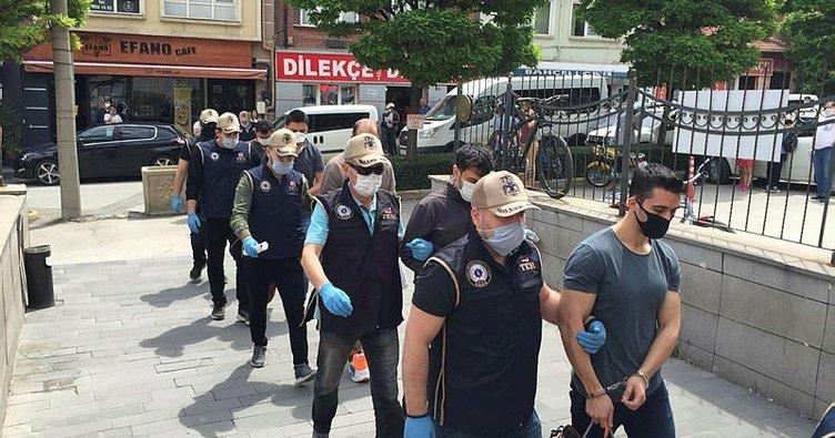 İzmir merkezli 28 ildeki FETÖ'nün TSK yapılanmasına yönelik operasyonda 21 tutuklama