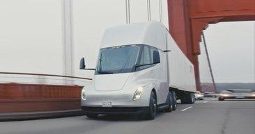 Elektrikli TIR Tesla Semi ilk defa yola çıktı