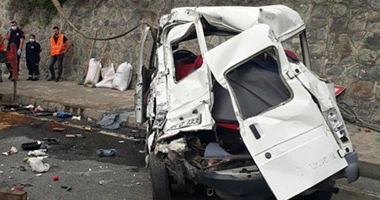 Kamyonun çarptığı minibüsteki öğretim görevlisi kadın öldü