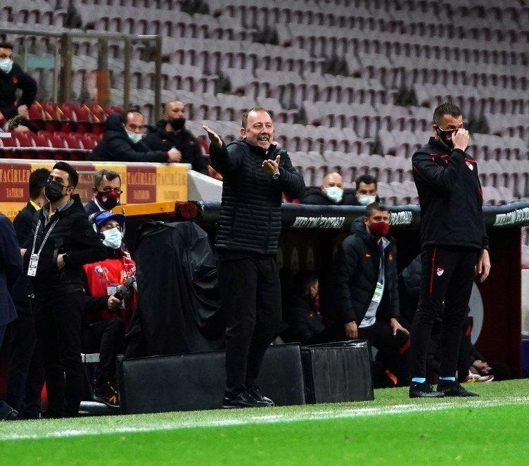 Son dakika: Galatasaray-Beşiktaş maçının devre arasında şok tartışma! Şükrü Hanedar'ın Ganyan bayisi sözü Sergen Yalçın'ı çıldırttı