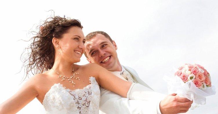 Rüyada nişanlanmak ve evlenmek ne anlama gelmektedir