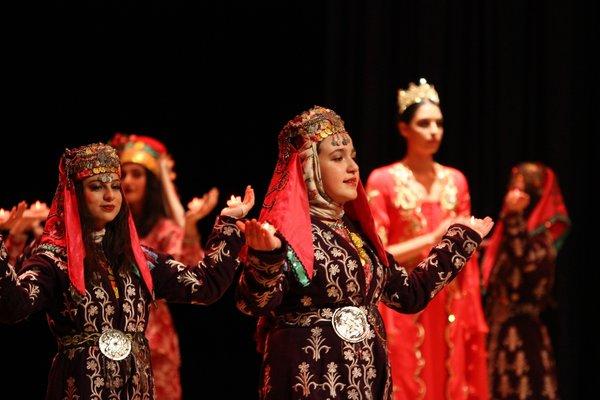 Geleneksel Türk gelinlikleri büyüledi