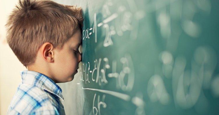 """""""Başarılı"""" veya """"başarısız"""" demek çocuğunuzu etkileyebilir!"""