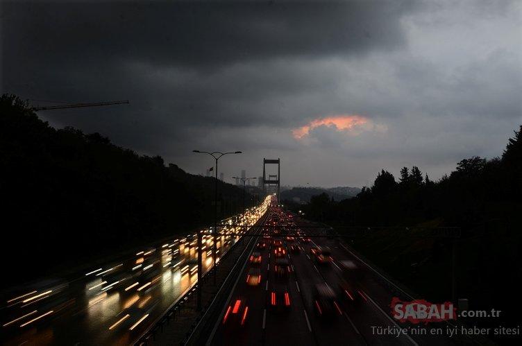 Bulutlar İstanbul Boğazı'nı kapladı