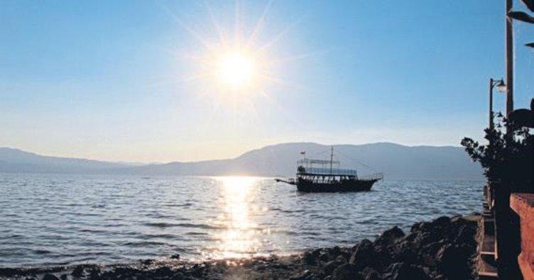 Burdur Gölü'nde gizemli günbatımı tatilci çekiyor