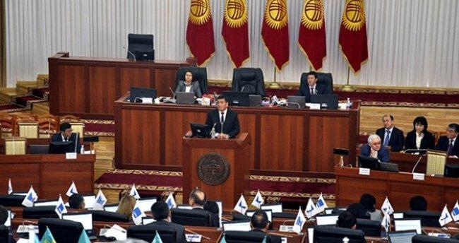 Kırgızistan'da koalisyon hükümeti yemin etti