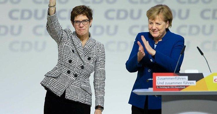 Merkel'in halefi Kramp-Karrenbauer