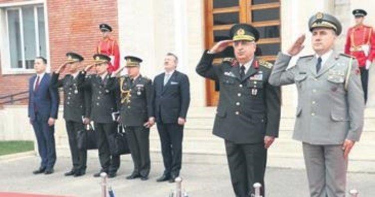 Arnavutluk Ordusu'ndan Türkiye'ye teşekkür