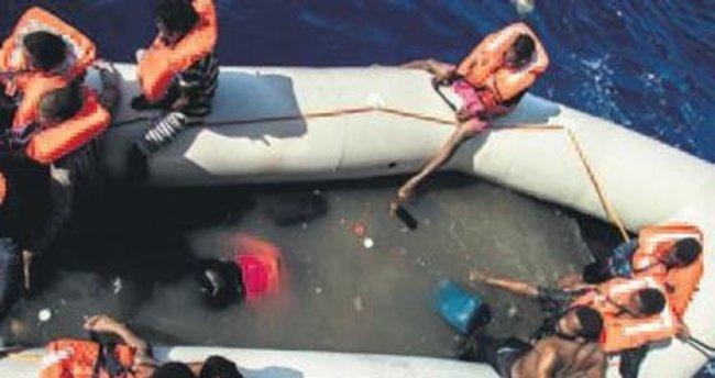 25 mülteci botta boğularak can verdi