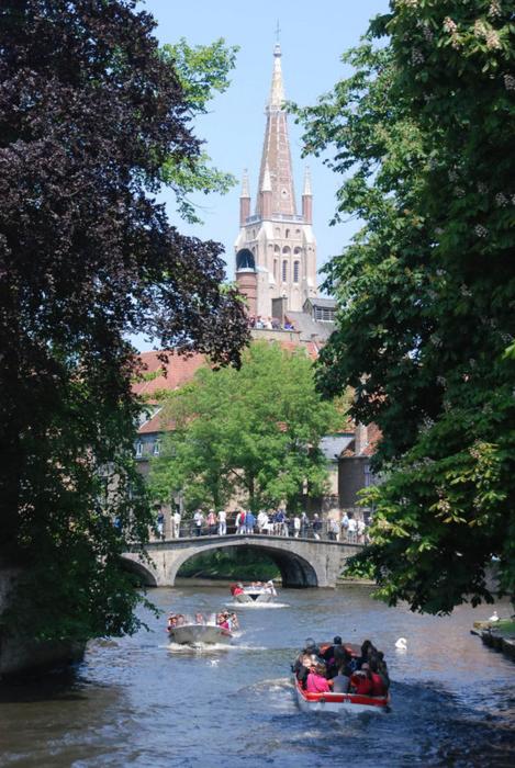 Kuzey Avrupa'nın kanallar ve renkler kenti; Brugge