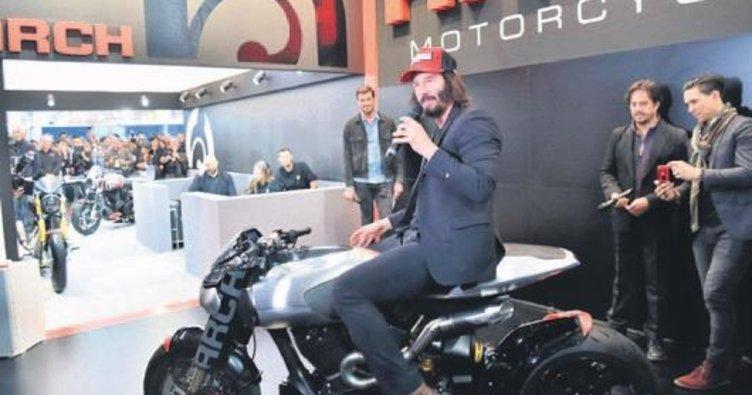 Motosikletlerini tanıttı