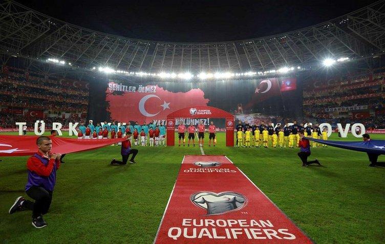 Türkiye-Kosova maçında tüyleri diken diken eden pankart!