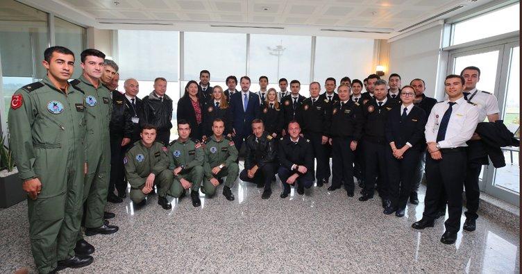 Bakan Albayrak Türk Hava Yolları Uçuş Akademisi'ni ziyaret etti