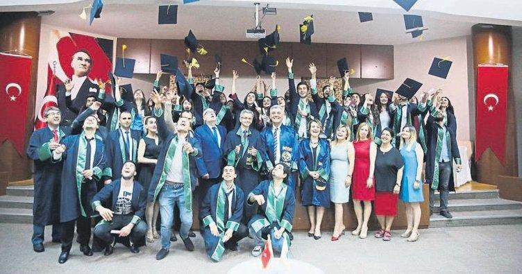 Karataş MYO'da diploma coşkusu