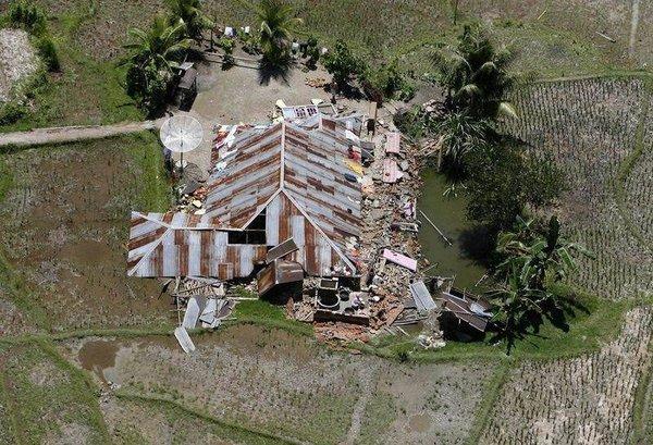 Endonezya'da 7.6'lık deprem
