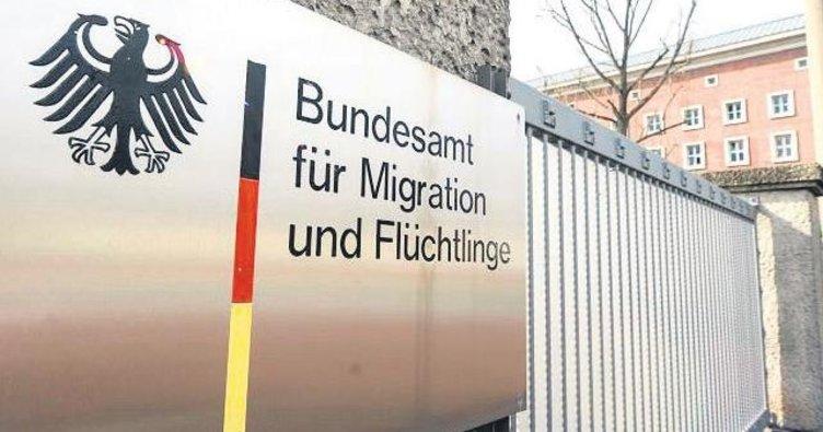 Göçmenleri ırkçıya teslim etmişler